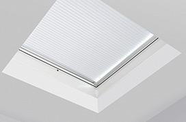 Honeycomb plissé voor FAKRO platdakraam of lichtkoepel - lichtkoepelopmaat.nl